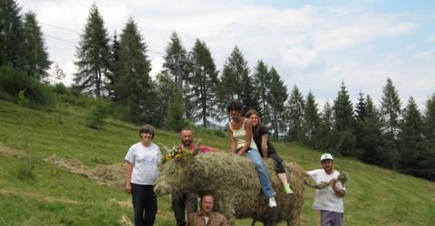 Scultore Paolo Moro. Opera in Fieno. Land Art. Zoncolan-Udine