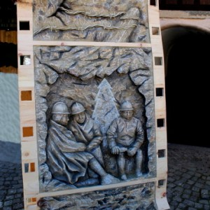 In Attesa. Legno di cirmolo colorato Anno 2015 300x300